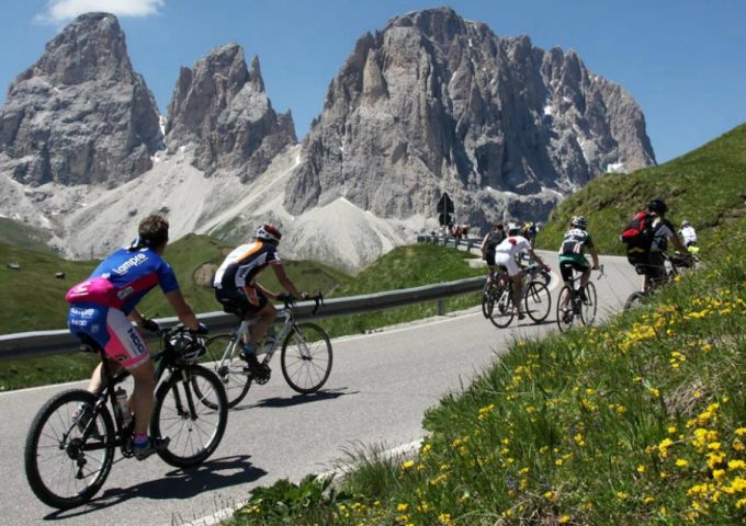 Cycling itineraries in the Dolomites
